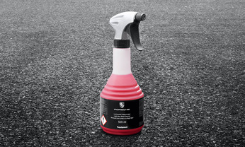 Rim cleaner with spray head