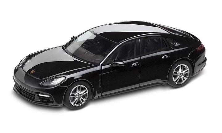 1:43 Model Car | Panamera in Jet Black Metallic