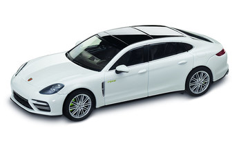 1:43 Model Car | Panamera Turbo S E Hybrid Executive in Carrara White Metallic