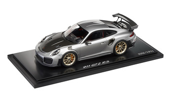 911 GT2 RS, silbermetallic/schwarz, 1:18 - Limited Edition