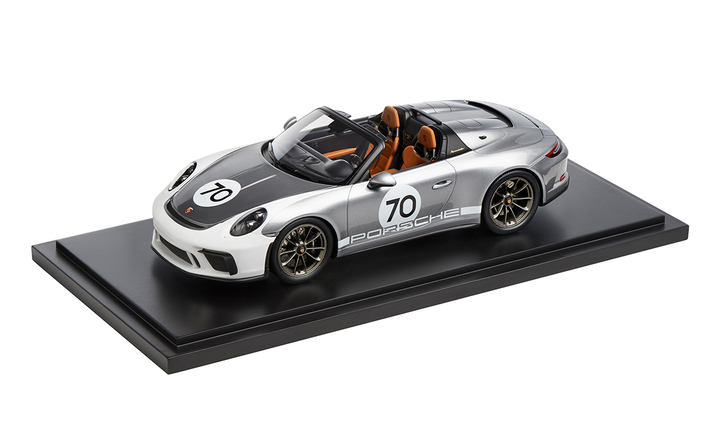 1:18 Model Car | 911 Speedster in Silver Heritage Package (991.2)